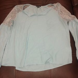 Light blue blouse w/ peasant sleeves and lace